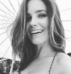 Sophia Bush Chicago Pd, Chicago Girls, Chicago Med, Looks Quotes, Burning Rose, Erin Lindsay, City Photography, Belleza Natural, Celebs