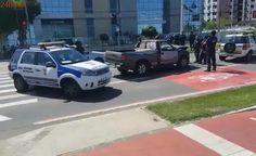 Criminoso rouba carro de policial civil, foge pela orla de Camburi e causa acidente