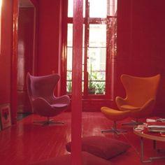 Un rouge ultra-brillant dans une entrée atypique - Marie Claire Maison