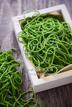 Spinach Noodles — Yankitchen Spinach Noodles, Vegetable Noodles, Pasta Noodles, Spinach Juice, Frozen Spinach, Make Your Own Pasta, Basil Pasta, Indonesian Food, Dumpling