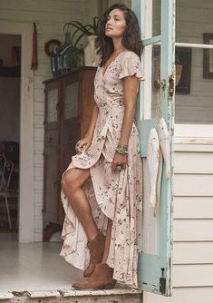Come indossare il maxidress boho chic ad un matrimonio. Moda BohoModa  VintageModo Del VestitoModa ... 5e80587a356
