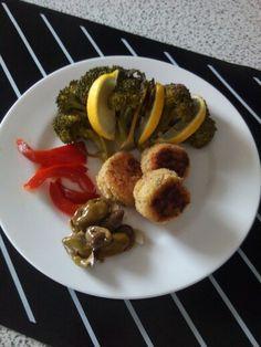 E per far mangiare il baccalà ai #bimbi meglio le #polpette... Vanno a ruba!!! #polpettine #baccalà #pesce #fish #tasty #creative #creativity #creativemamfood #recipe #myrecipe #originalrecipe #original #cookinghack #cooking #amazing #goodmorning #broccoli #peperoni #familytime #family #lunchtime
