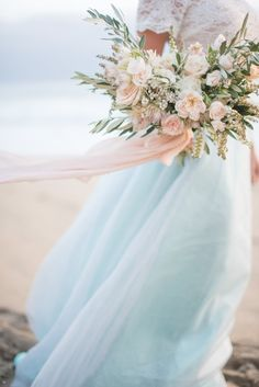 Beachy blush and white Bridal bouquet by Gavita Flora | Photo by Rahel Menig Photography #wedding #flowers