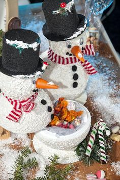 Schneemänner mit befüllbaren Kugelbäuchen | VBS Hobby Bastelshop Snowman, Cake, Crafts, Diy, Html, Ideas, Advent Season, Craft Tutorials, Bricolage