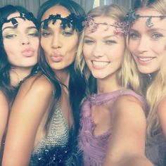 The new #selfie: #squad | Karlie Kloss with her model besties