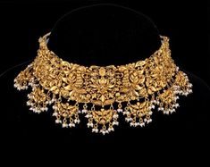 Gorgeous Gold Choker Crafted In Yellow Gold Product Details Net weight :- gms Pearls details - 172 Pcs , cts Gold Ring Designs, Gold Bangles Design, Gold Jewellery Design, Gold Jewelry, Diamond Jewellery, Wedding Jewelry, Wedding Accessories, Wedding Hair, Bridal Hair
