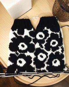 Love Knitting Patterns, Knitting Stitches, Knitting Designs, Knitting Projects, Knitting Socks, Wool Socks, Knitting Accessories, Knit Crochet, Marimekko