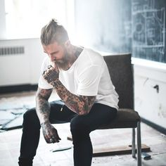 Мой фетиш - такие мужчины  с татуировками.