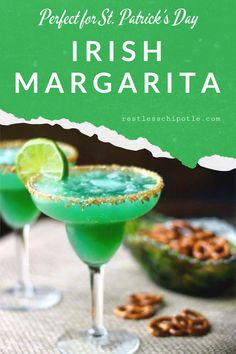 The perfect green cocktail for St Patrick's Day!Irish margarita recipe is made with tequila Irish whiskey and pineapple juice - a fruity drink with a kick like an Irish mule! St Patrick's Day Cocktails, Refreshing Cocktails, Classic Cocktails, Green Cocktails, Blueberry Crumble Cake, Big Cookie, Pizza, Best Cocktail Recipes, Fruity Drinks