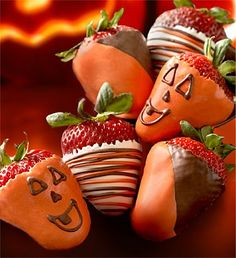 pumpkin Strawberries. A great excuse to make chocolate dipped strawberries!  :) #Halloween