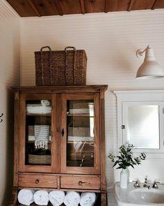 Most Popular small brown bathroom ideas for 2019 Brown Bathroom Decor, Bathroom Kids, Linen Cabinet In Bathroom, Master Bathrooms, Washroom, Bathroom Cabinets, Bathroom Inspiration, Home Decor Inspiration, Bath Remodel