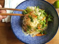 veganer asiatischer glasnudelsalat