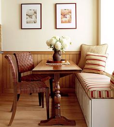 Just off the work core, a fabric-topped banquette updates the expected kitchen table and chairs. Formal yet cozy, this is a relaxing spot at any time of day. Kitchen Banquette, Kitchen Nook, New Kitchen, Kitchen Ideas, Bread Kitchen, Kitchen Tables, Country Living Decor, Country Chic, Kitchen Wall Decals