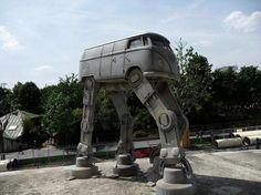 I'd like to drive this VW!  (このフォルクスワーゲン、運転したーい!)