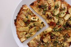 Tarte fine aux pommes et à la gelée de coings Tarte Fine, Vegetable Pizza, Vegetables, Food, Quince Jelly, Apples, Madeleine, Essen, Vegetable Recipes