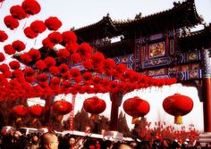 Red lanterns are hung everywhere during Spring Festival in Beijing http://www.easytourchina.com/china-winter-holiday