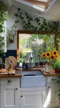 Kitchen Interior, Home Interior Design, Kitchen Design, Kitchen Decor, Plants In Kitchen, 60s Kitchen, Eclectic Kitchen, Dream Home Design, House Design