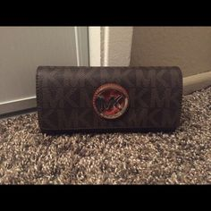 Michael Kors Fulton Flap Continental Wallet Michael Kors Fulton Flap Continental Wallet❌No Trades❌No PayPal❌No Offers❌No Holds•Price's Non Negotiable•Small Discount On Bundles Must Be 4 Items Or More• Michael Kors Bags Wallets