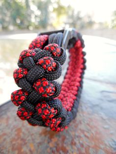 The Black Widow Dragons Claw Bracelet FREE by ParacordLinks