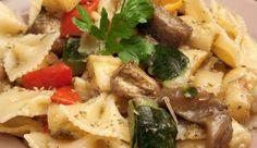 Insalata di pasta con melanzane e pomodori secchi Mashed Potatoes, Meat, Chicken, Ethnic Recipes, Food, Pasta Salad, Whipped Potatoes, Meal, Mashed Potato Resep
