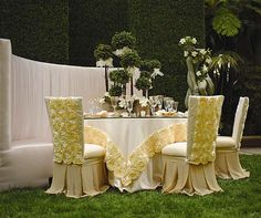 Wedding Reception Linens, Table Décor, Resource One Luxury Linens, Rentals || @http://www.colincowieweddings.com