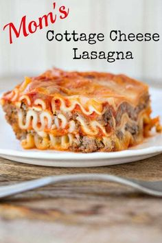 Mom's Easy Cottage Cheese Lasagna, the best easy lasagna recipe around! It's not fancy but it's hearty, delicious and most of all, super easy to make! Classic Lasagna Recipe Easy, Easy Lasagna Recipe With Ricotta, Cottage Cheese Lasagna Recipe, Cottage Cheese Recipes, Ground Beef Recipes Easy, Cooking Recipes, Pasta Recipes, Dinner Recipes, Recipes