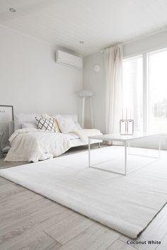 Olohuoneen uusi, valkoinen Hattara-matto   Coconut White Men Home Decor, Luxury Homes Interior, My Dream Home, Minimalist Design, Future House, Sweet Home, Indoor, Living Room, Coconut