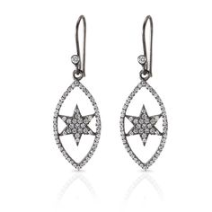 Needs Jewellery tilbyder bred vifte af #stjerneøreringe design på attraktiv pris tilbyder. Besøg i dag Needs Jewellery for at få bedste tilbud på nyeste design guldsmed produkter.