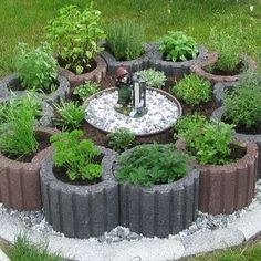 Good Absolutely Free flower garden beds Ideas Best wishes! You have chosen to start a natural minimize rose backyard garden (or just about any garden)! Diy Garden Bed, Garden Trellis, Garden Planters, Garden Deco, Landscape Edging, Vegetable Garden Design, Mediterranean Garden, Garden Borders, Garden Stones