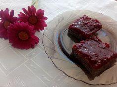 Svieži bezlepkový makovo-višňový koláčik. Desserts, Basket, Tailgate Desserts, Deserts, Postres, Dessert, Plated Desserts