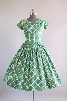 Vintage 1950s Dress / 50s Cotton Dress / California Cottons Green Floral Dress w/ Ruched Waist S/M