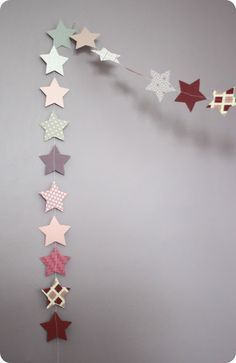 And then the snow is too soft: Garlands of stars for girls - Méla Nie - - Et puis la neige elle est trop molle: Guirlandes d'étoiles pour filles And then the snow is too soft: Garlands of stars for girls Christmas Crafts, Christmas Decorations, Xmas, Diy For Kids, Crafts For Kids, Diy Paper, Paper Crafts, Creation Deco, Paper Flowers