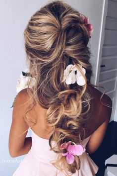 Ulyana Aster Long Wedding Hairstyles & Updos 1 / http://www.deerpearlflowers.com/romantic-bridal-wedding-hairstyles/3/