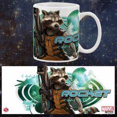 Taza Rocket Raccoon. Guardianes de la Galaxia Estupenda taza fabricada en cerámica con el diseño de la imagen de Rocket Raccoon, uno de los protagonistas de la película Guardianes de la Galaxia. Artículo ideal para regalar a los fans.