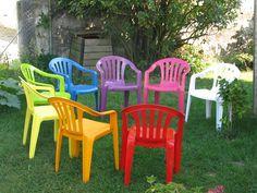 Comment peindre des chaises de jardin en plastique | Comment