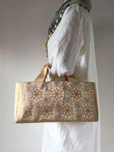 帯バッグ〜イエローゴールド〜の画像4枚目 Yarn Bag, Couture Sewing, Kimono Dress, Farmhouse Style Decorating, Tote Handbags, Bag Making, Diy And Crafts, Purses, Pattern