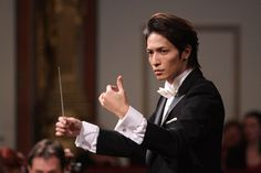 Chiaki senpai! Tamaki san really did improve a great deal in his conducting from the TV drama and specials. He was very convincing as he conducted Tchaikovsky's 1812 in the 1st movie.