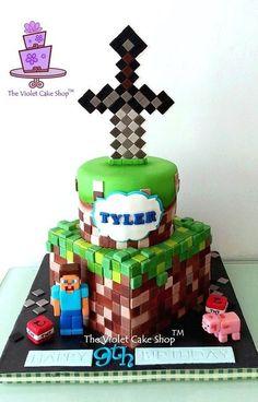 Minecraft é um jogo onde se constrói coisas usando blocos. Uma ideia simples, sem grandes recursos tecnológicos, mas que virou febre entre a criançada.  E para essa febre virar tema de festa infantil foi um pulo. Eu mesma, levei o Leo à festinha de um amiguinho e o tema era Minecraft. As crianças