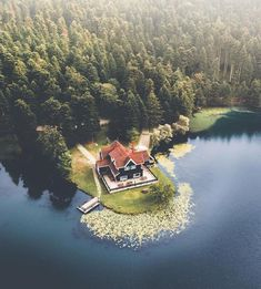 Gölcük in Bolu might just be the perfect place to hide in and get yourself together, away from the hustle and bustle of the city! Beautiful Homes, Beautiful Places, Beautiful Pictures, Lakeside Living, Seen, Cabins And Cottages, Cabin Homes, Cabins In The Woods, Lake Life