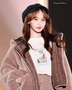 Kpop Girl Groups, Kpop Girls, Yuri, Cute Girls, Cool Girl, When You Kiss Me, I Luv U, Cold Weather Fashion, Japanese Girl Group