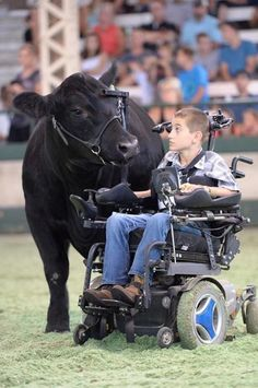 The unspoken connection between a showman and his animal. Alec Gotto, Dyersville, Iowa, inspired us with his determination and passion. Photo credit: Pearl's Pics Photography. American Angus Association