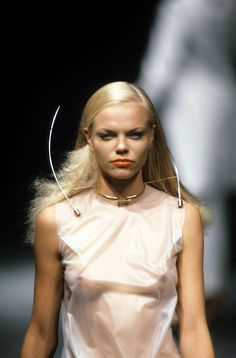 Alexander McQueen Spring 1995 Ready-to-Wear Accessories Photos - Vogue