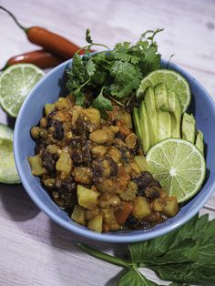 Papuja ja perunaa Puerto Ricosta Takana, Kung Pao Chicken, Puerto Rico, Chili, Menu, Ethnic Recipes, Food, Red Peppers, Menu Board Design