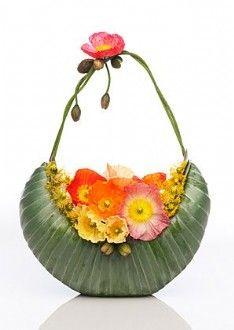 Creative Flower Arrangements, Beautiful Flower Arrangements, Beautiful Flowers, Modern Floral Arrangements, Floral Bags, Art Floral, Floral Design, Floral Purses, Unusual Flowers
