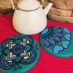 Clay Pot Crafts, Diy And Crafts, Wooden Art, Painted Pots, Clay Pots, Painting On Wood, Decoupage, Stencils, Mandala