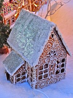 Where Five Valleys Meet: Norske pepperkakehus - Norwegian gingerbread houses  sparkly roof