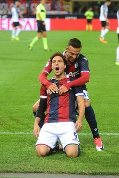 Simone Verdi of Bologna FC celebrates after scoring the opening goal during the Serie A match between Bologna FC and FC Internazionale at Stadio Renato Dall'Ara on September 19, 2017 in Bologna, Italy.