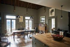 Una #cocina #vintage en tonos oscuros.