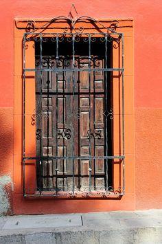 windows.quenalbertini: San Miguel de Allende in Mexico by Vilhelm Sjostrom | coquita