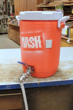 Homebrewing rig How to: Build The BEST Mash Tun from a Beverage Cooler - Home Brew Forums Beer Brewing Kits, Brewing Recipes, Beer Recipes, Brew Your Own Beer, Brewery Design, Home Brewing Equipment, Home Brewery, Homemade Wine, How To Make Beer